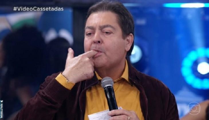 Tem Na Web - Revoltado, Faustão surpreende público e supostamente dispara indiretas contra Jair Bolsonaro