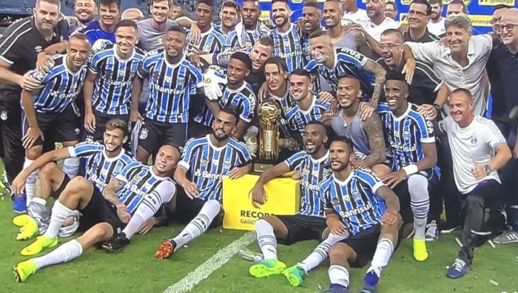 Estrela do Grêmio vira sensação do futebol europeu que pode arrematá-lo por  R  145 milhões c116ea7c935a5