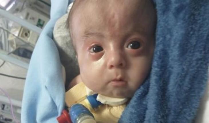 'Ele me busca com o olho': o drama da mãe que só pode ver bebê na UTI através de vídeo